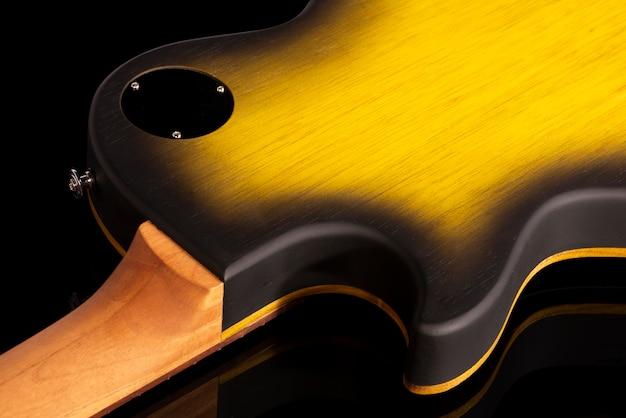 Hinterer körperteil einer e-gitarre.