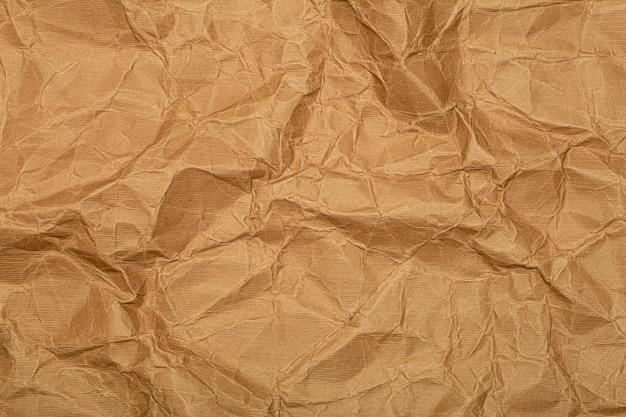 Hintergrund aus zerknittertem papier (pappe). zerknittertes altes weinlesepapier mit textur