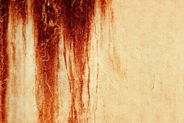 Hintergrund der blutstruktur. textur der betonwand mit blutroten flecken.
