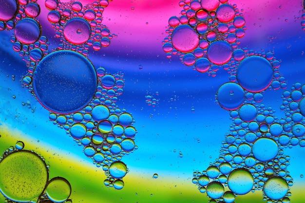 Hintergrund der bunten öltropfen in der wasseroberfläche - abstraktion