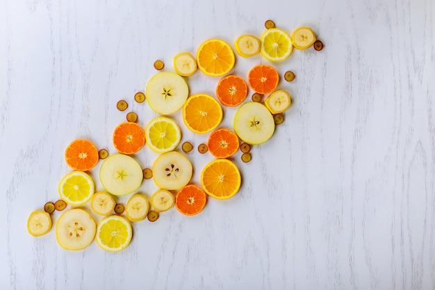 Hintergrund der frischen früchte scheiben der draufsicht der frischen früchte