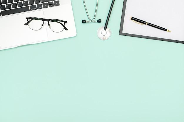 Hintergrund der medizinischen gesundheitsversorgung. flach gelegte objekte mit kopierraum