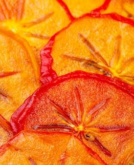 Hintergrund der seitenansicht der orange getrockneten persimonenscheiben