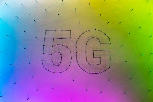 Hintergrund der zeitgenössischen technologie 5g mit steigung