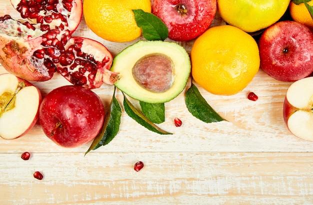 Hintergrund des biologischen lebensmittels. gesunde auswahl an lebensmitteln, sauberes essen