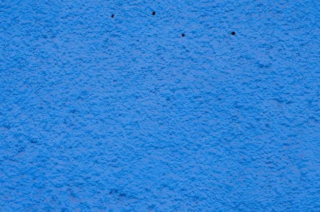 Hintergrund eines tiefen blauen stucks beschichtete und malte äußeres