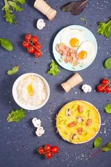 Hintergrund für das menü-flat-lay-frühstück. speicherplatz kopieren