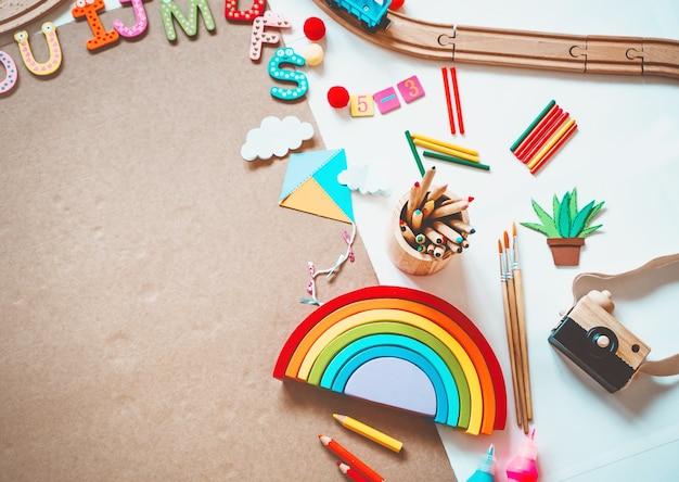 Hintergrund für kinder im vorschulalter lernspielzeug und schulbedarf zum zeichnen und basteln