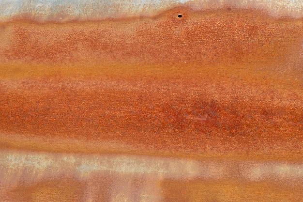 Hintergrund gemasert von der rustikalen gewölbten blechtafel
