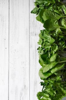 Hintergrund mit grünem gemüse