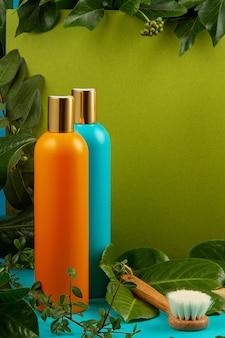 Hintergrund mit grünen blättern und anlagen und flasche kosmetik. natürliches scin care konzept