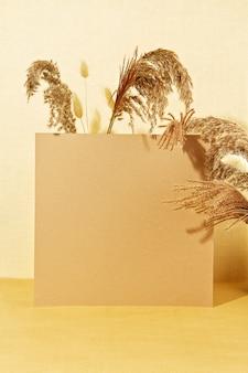 Hintergrund mit herbstpflanzen in den pastellfarben.