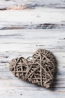 Hintergrund mit herzen, valentinstag. valentinstag. liebe. weidenherzen. platz für text. hintergrund mit kopierraum