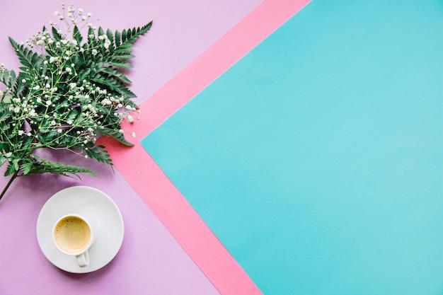 Hintergrund mit kaffee und blatt Kostenlose Fotos