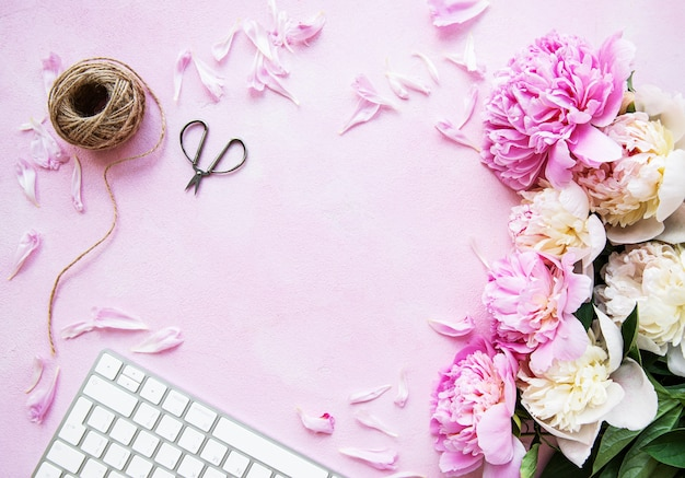 Hintergrund mit rosa pfingstrosen