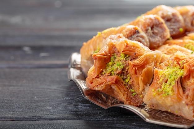 Hintergrund mit sortierten traditionellen ostnachtischen. verschiedene arabische süßigkeiten