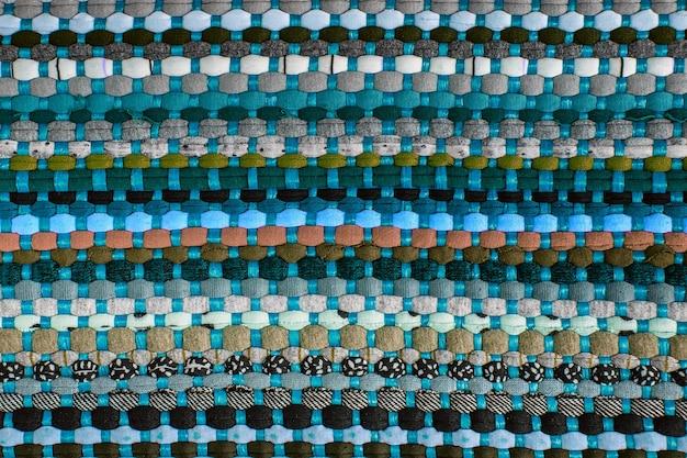 Hintergrund, textur des farbigen handgemachten teppichs. stoff teppich aus kleinen flecken