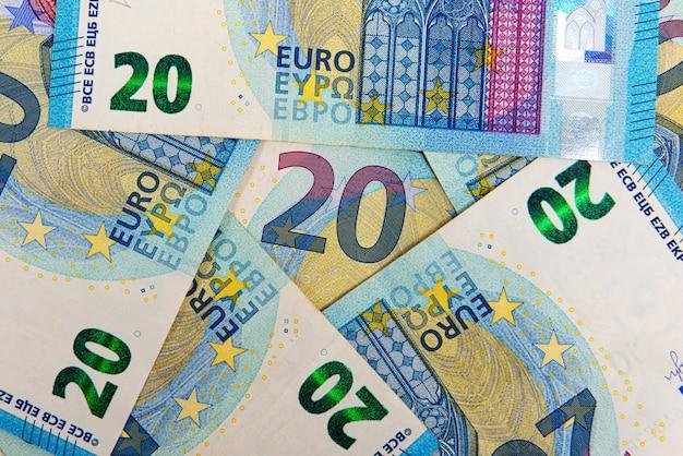 Hintergrund von 20 euro-banknoten, euro-banknote als teil des wirtschafts- und handelssystems, nahaufnahme Premium Fotos