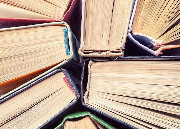 Hintergrund von alten weinlesebüchern, draufsicht