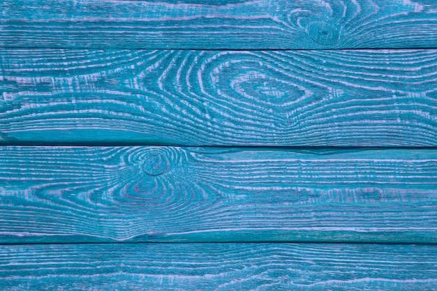 Hintergrund von hölzernen beschaffenheitsbrettern mit dem rest der alten blauen und purpurroten farbe. horizontal.