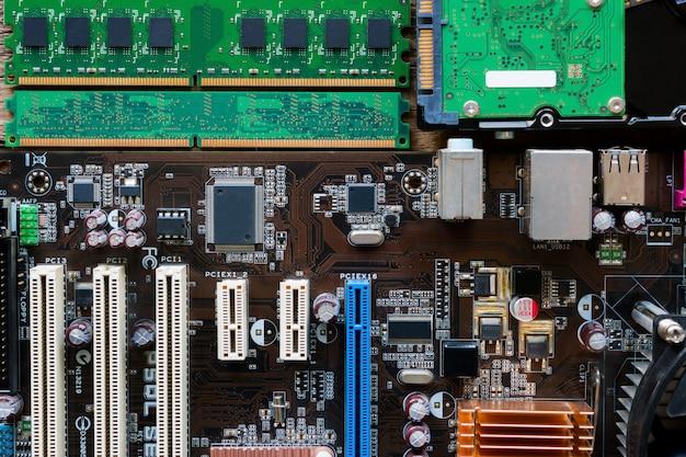 Hintergrund von motherboard, ram und festplatte