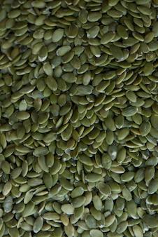 Hintergrund von rohen grünen kürbiskernen
