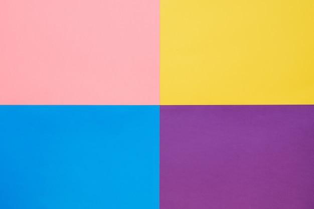 Hintergrund von vier farben des hellen papiers. flacher stil. modische farbe.