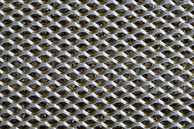 Hintergrundblech aus metall, das mit linien kreisförmiger löcher bedeckt ist