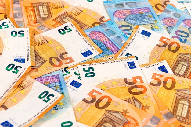 Hintergrundinformationen zu euro-banknoten, euro-banknoten als teil des wirtschafts- und handelssystems, nahaufnahme Premium Fotos