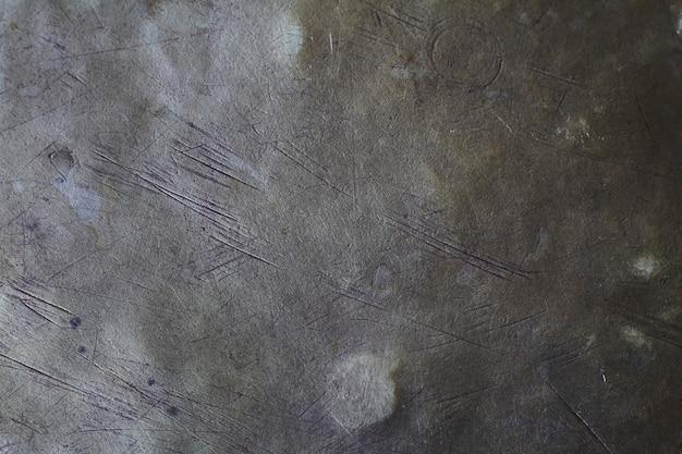 Hintergrundstruktur der gebürsteten messingplatte, metalloberfläche mit kratzern und beulen