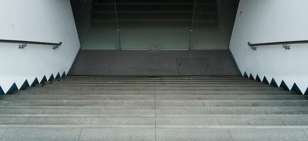 Hinunter treppengehweg und hintergrundfotobild