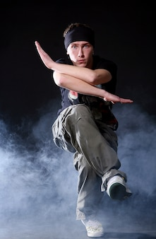 Hip-hop-tänzer im tanz