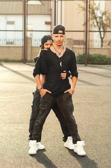 Hiphop-tänzer in einer tanzenden pose