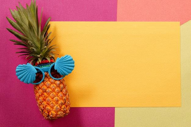 Hipster ananas mode-accessoires und früchte