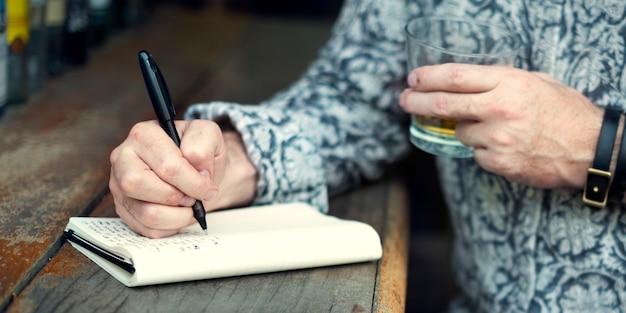 Hipster man schriftsteller journal inspiration konzept