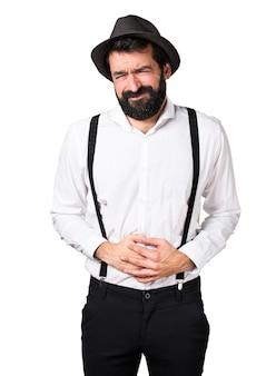 Hipster mann mit bart mit bauchschmerzen