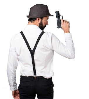 Hipster mann mit bart mit pistole