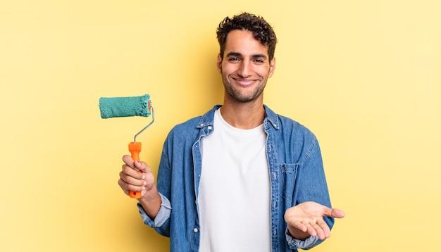 Hispanischer gutaussehender mann, der glücklich mit freundlichem lächeln lächelt und ein konzept anbietet und zeigt. rollenlackkonzept