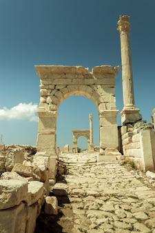 Historische schloss-spalten-ruinen sagalassos acient city
