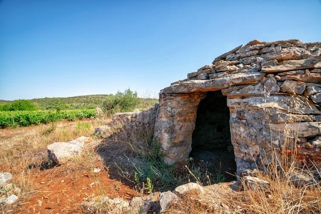 Historische stätte in der ebene stari grad, hvar, kroatien.
