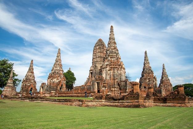 Historischer park hdr ayutthaya der berühmteste tempel diese bedeutende touristenattraktion von ayutthaya. archäologische fundstätte. gebäude. wahrzeichen von thailand.