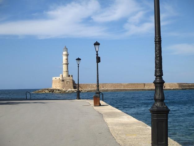 Historischer venezianischer leuchtturm von chania