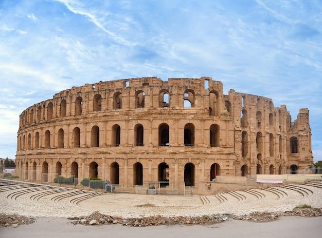 Historisches denkmal der architektur, altes römisches kolosseum, die größte arena in nordafrika.