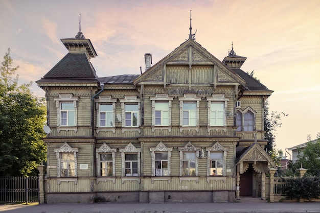 Historisches holzgebäude aus dem 19. jahrhundert stozharov-haus kostroma russia