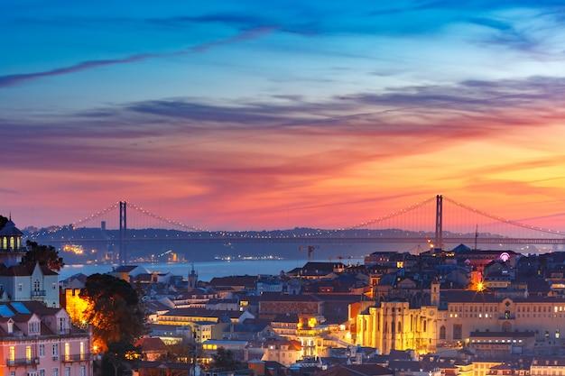 Historisches zentrum von lissabon bei sonnenuntergang, portugal