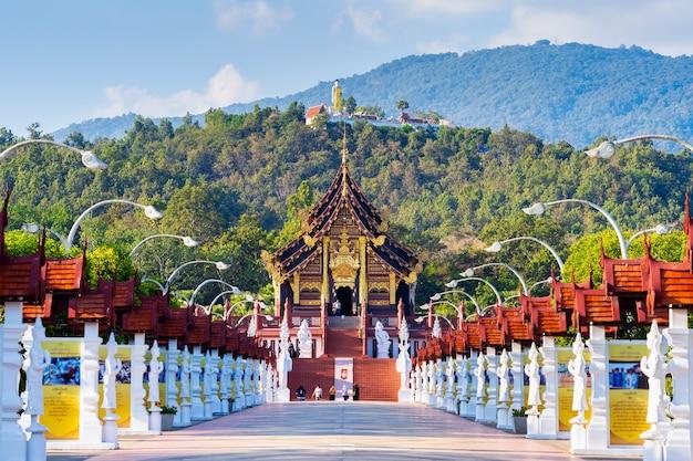 Ho kham luang nördlicher thailändischer stil in der königlichen flora ratchaphruek in chiang mai, thailand.