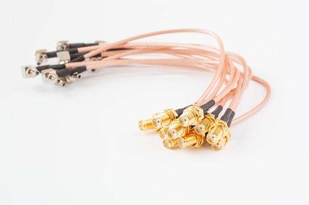 Hochfrequenz-ipx-zu-sma-kabelstecker mit vergoldeten stiften.