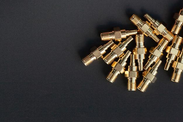 Hochfrequenz-sma-steckverbinder auf schwarz isoliert