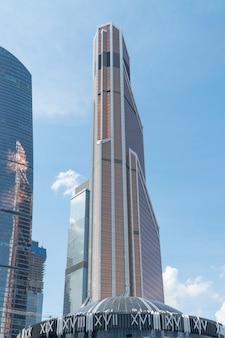 Hochhäuser des geschäftszentrums des moskauer bezirks moscowcity gegen den himmel