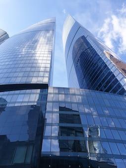 Hochhäuser des geschäftszentrums des moskauer bezirks moscowcity gegen den tageshimmel
